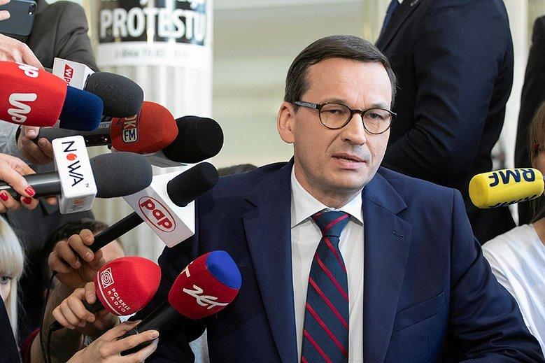 Mateusz Morawiecki znowu ostro zaatakował polskich dziennikarzy. Czy to sygnał, że po sądach przyszedł czas na walkę PiS z mediami?