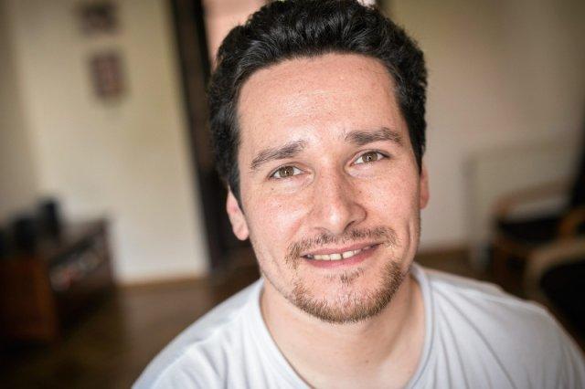 Bartłomiej Kapuścińsk to były pracownik Fundacji Estera, który opiekuje sięsyryjskimi uchodźcami w Tarnowie