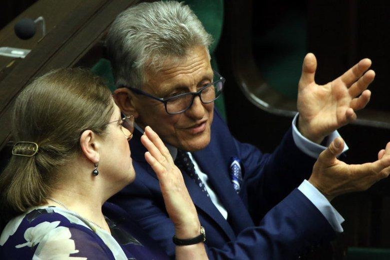 Krystyna Pawłowicz i Stanisław Piotrowicz jeszcze poczekają na stanowiska w TK. Ich kandydatury trzeba będzie zgłosić jeszcze raz.