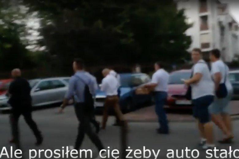 Patryk Jaki został przyłapany na użyciu rządowej limuzyny po spotkaniu z wyborcami na Gocławiu.