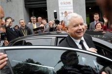 Policjant, który nie chciał przepuścić samochodu z Jarosławem Kaczyńskim, otrzymał groźby zwolnienia z pracy.