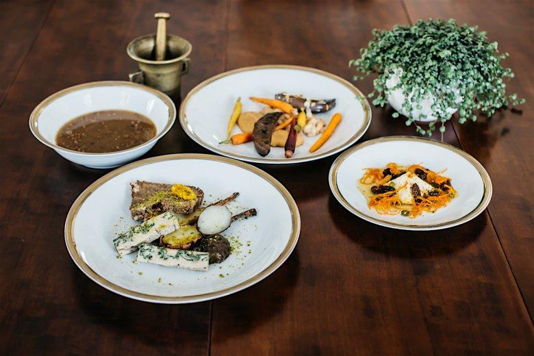 Cztery dania odtworzone z przepisów z najstarszej polskiej książki kucharskiej, które prawdopodobnie jadano w okresie wielkanocnym nawet 400 lat temu.