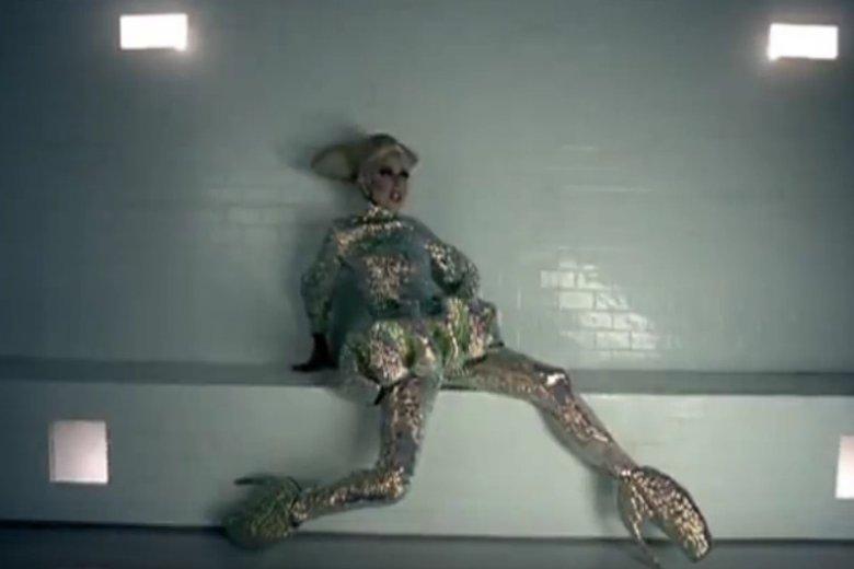 Lady Gaga w charakterystycznych butach od Alxandra McQueena