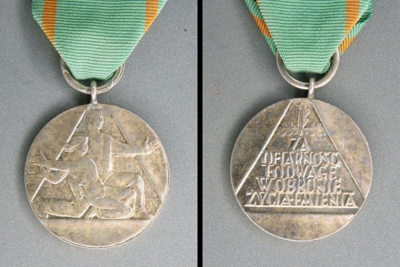 Medal za Ofiarność i Odwagę. Takie odznaczenie państwowe otrzymała od Prezydenta RP na uroczystości w dniu 12 czerwca 2017 r.) 11-letnia Antonina Martuszewska