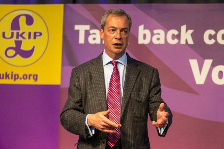 Po przegranych wyborach Nigel Farage zapowiedział, że odchodzi, ale szybko zmienił zdanie – właśnie ogłosił, że nadal  będzie stał na czele UKiP