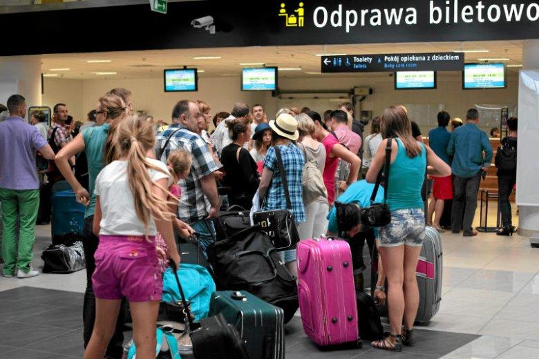 Turyści, którzy wybierają się na wycieczkę objazdową, charakteryzują się dużą ilością bagażu.