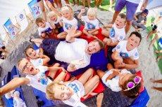 ''Mali Ratownicy'' to zainicjowany przez markę Volkswagen program, który edukuje dzieci w zakresie udzielania pierwszej pomocy. Tegoroczną edycję akcji wsparły znane osoby m.in. Filip Chajzer