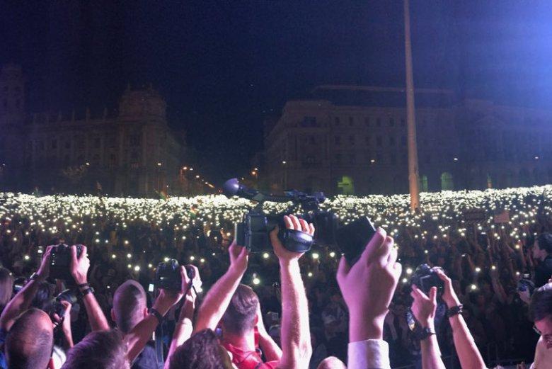 Blisko 100 tys. osób mogło protestować przeciwko Viktorowi Orbanowi w sobotę w Budapeszcie.