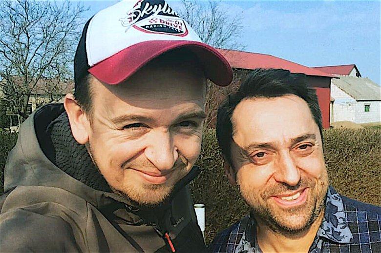 Łukasz (po lewej) z Marcinem Mellerem, liderem grupy Boys