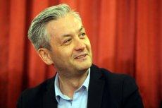 Robert Biedroń urzęduje na codzień w Słupsku, ale posiada na własność mieszkanie w Warszawie i Gdyni.