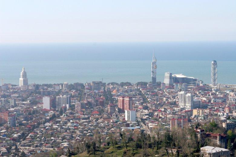 Widok na Batumi, najbardziej nowoczesny czarnomorski kurort na wybrzeżu Gruzji.