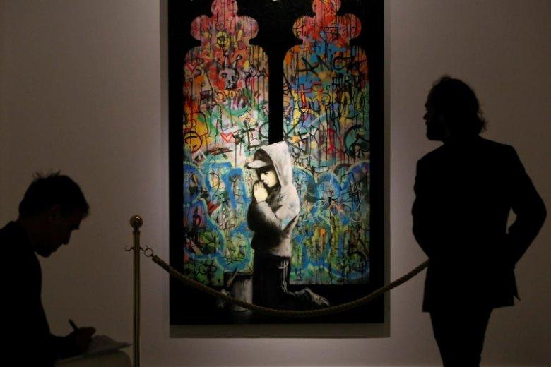 Jedno z dzieł Banksy'ego wystawionych w rzymskim muzeum. Artysta jest znany z twórczości, w której przemyca krytykę brytyjskiego establishmentu