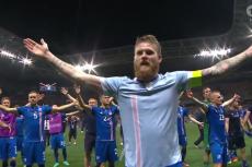 Wszyscy chcą mieć dziś takie koszulki, jak reprezentacja Islandii. Zwłaszcza Szkoci.
