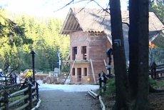 Babiogórski Park Narodowy –to tu na Przełęczy Krowiarki były dyrektor BgPN budował prywatne schronisko turystyczne.
