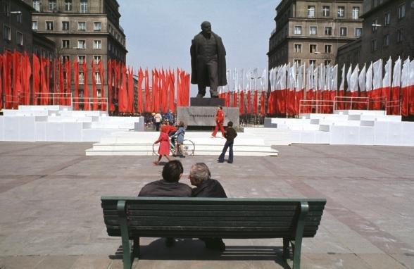 pomnik Włodzimierza Lenina, usunięty 10 grudnia 1989 r. Źródło: Jestem z Nowej Huty, jestem zajebisty