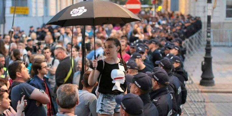 Prezes boi się najbardziej tłumów na ulicach. O wiele bardziej  od opozycji w Sejmie RP