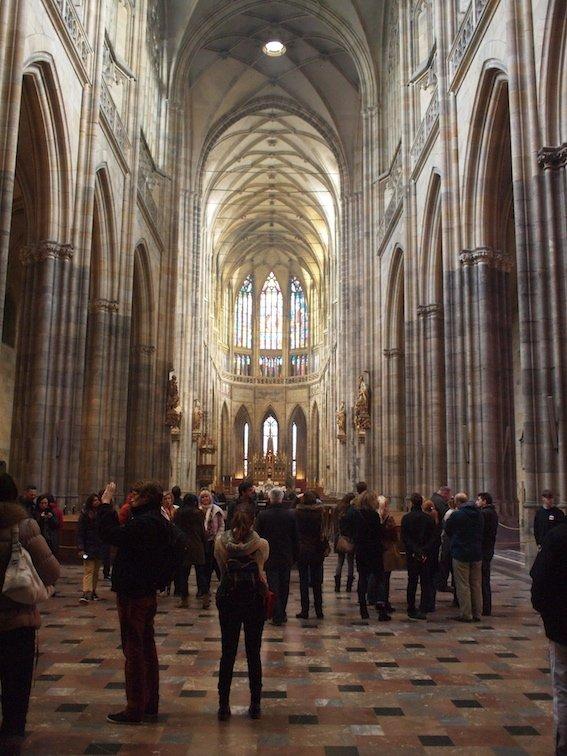 Imponujące wnętrze katedry św. Wita na Hradczanach.