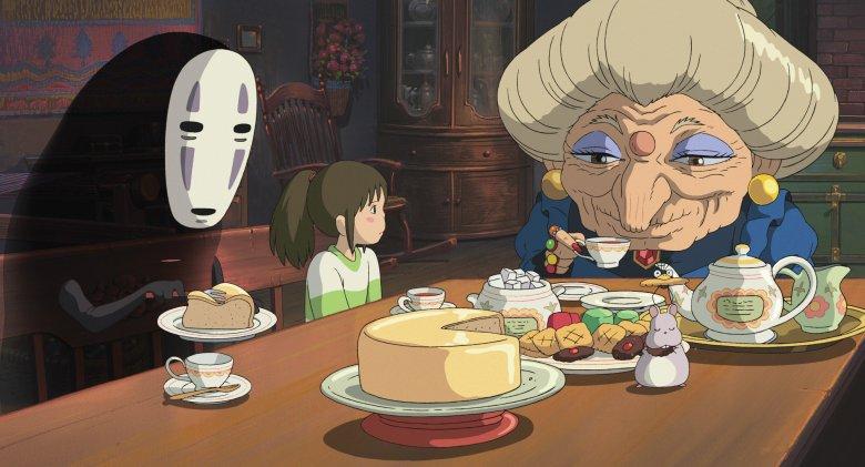 """""""Spirited Away"""", japoński laureat Oscara z 2001 roku to film, który z nie do końca dla mnie jasnych powodów, muszę pokazać każdemu bliskiemu znajomemu, który nieopatrznie przyzna się, że jeszcze go nie widział."""