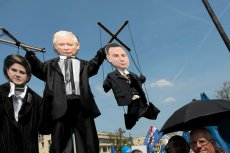 Polacy manifestują dzisiaj w Warszawie przeciwko polityce rządu Prawa i Sprawiedliwości.