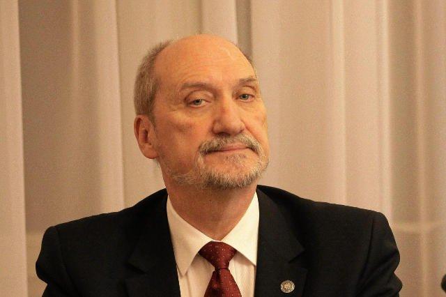 """Macierewicz reaktywuje swój zespół """"smoleński"""" w poprzedniej kadencji w Sejmu."""