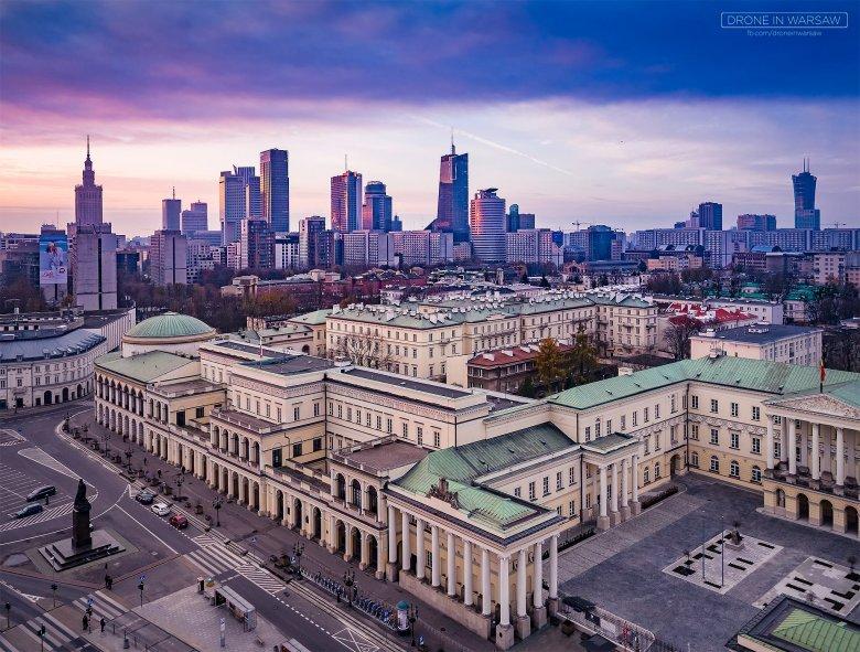 Warszawskie zdjęcia wykonane dronem pokazują różnorodność miejskiego krajobrazu