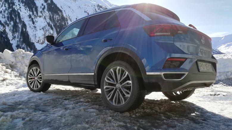 Wjazd pod lodowiec nie był możliwy (wartwa śniegu na drodze na wysokość kolan), ale jazda T-Rociem po skąpanym w słońcu Tyrolu to naprawdę frajda.