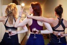 Eli Walker na pomysł pijanej jogi wpadła w ... barze