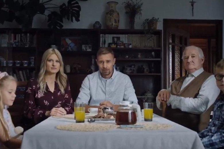 Koalicja Obywatelska opublikowała najnowszy spot z przesłaniem polskiej rodziny do premiera Morawieckiego.