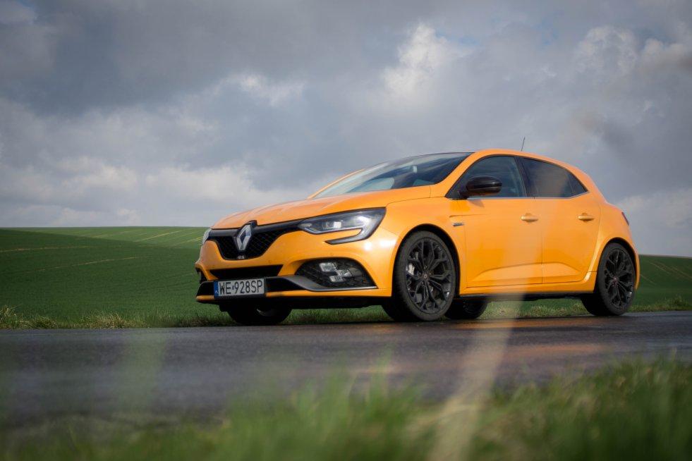 Renault Megane RS świetnie wygląda i jeszcze szybciej jeździ.