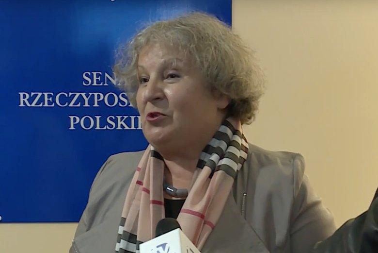 """Dorota Czudowska z PiS w Senacie zasiada od wielu lat. Jej wystąpienie w trakcie debaty budżetowej zwróciło uwagę dziennikarzy """"Szkła kontaktowego""""."""
