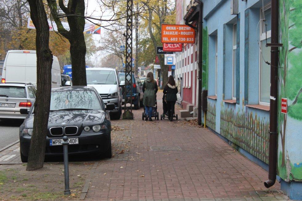 W Pruszkowie ludzie żyjąnormalnie – ale z tyłu głowy odra gdzieśtkwi.