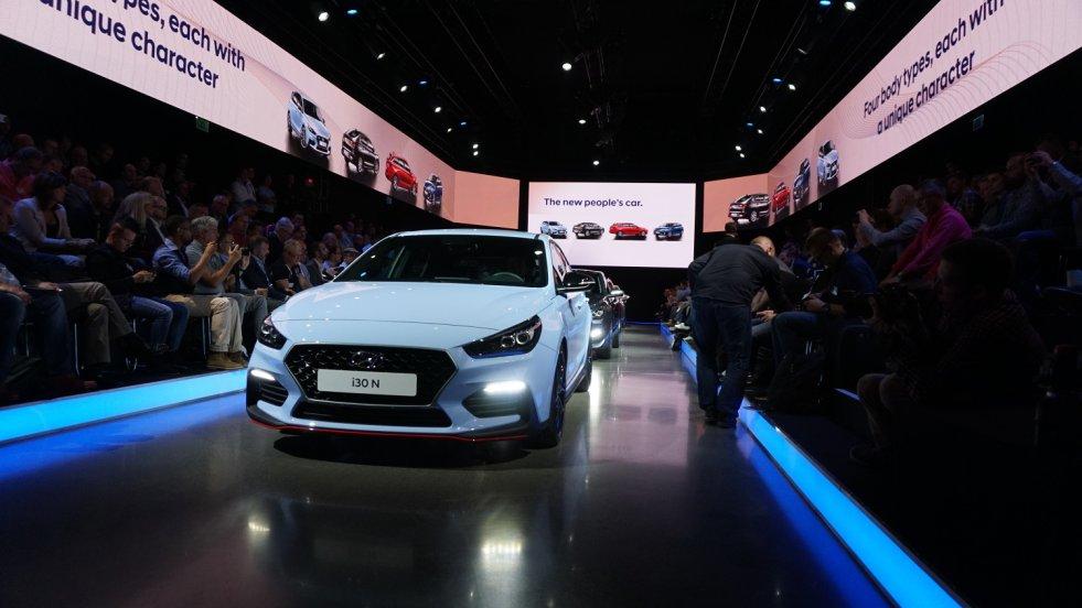 Premiera nowych Hyundaiów odbyła sięw Dusseldorfie.