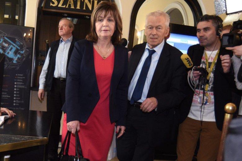Posłanka Małgorzata Zwiercan i marszałek senior Kornel Morawiecki z koła poselskiego Wolni i Solidarni
