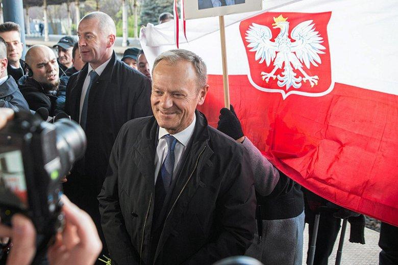 Dotąd Donald Tusk stawiał się w polskiej prokuraturze jako świadek. Czy wkrótce przewodniczący Rady Europejskiej będzie miał status podejrzanego, a może i oskarżonego?