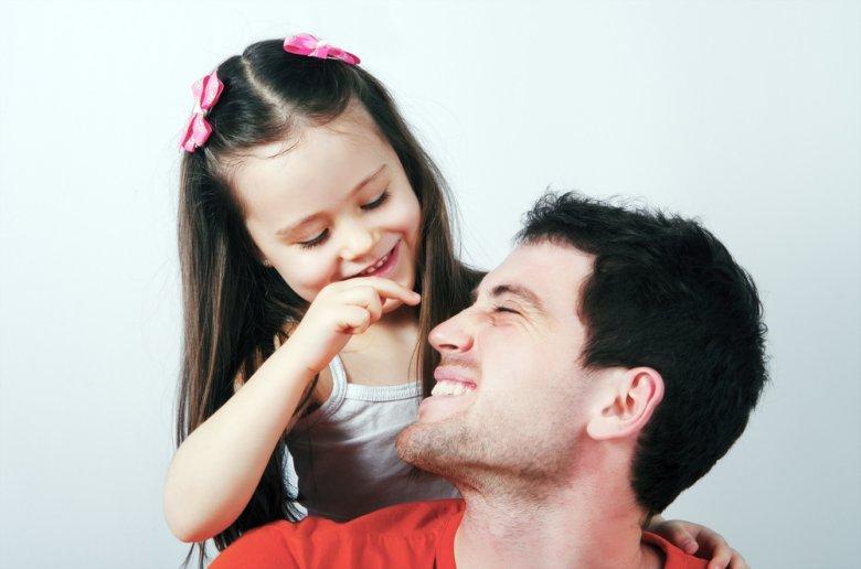 Bliska relacja pomiędzy [url=http://shutr.bz/1tVbxyb]ojcem i córką [/url] jest tak samo możliwa jak pomiędzy ojcem i synem. Czemu więc zdarza się bardzo rzadko, albo jest kojarzona jako patologiczna?