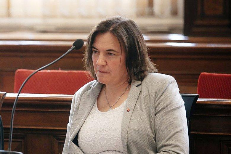 """Gdańska radna PiS Anna Kołakowska ma przeprosić posłankę PO Agnieszkę Pomaską za internetowy hejt o """"ogoleniu na łyso""""."""