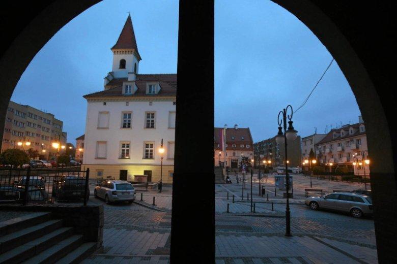 Widok na trzebnicki rynek – to miasto jest areną ostrej walki politycznej. Nie tylko pomiędzy konkurencyjnymi partiami.