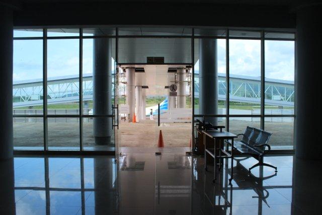 Lotnisko na Flores pachnie nowością.