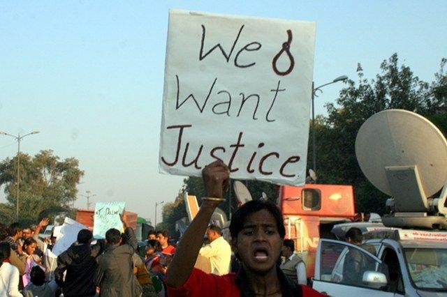 W ostatnim czasie w Indiach regularnie odbywają się protesty osób, które domagają się surowego karania gwałcicieli