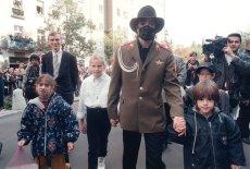 Michael Jackson zagrał koncert i spotkał się z fanami w Warszawie w 1996 roku.