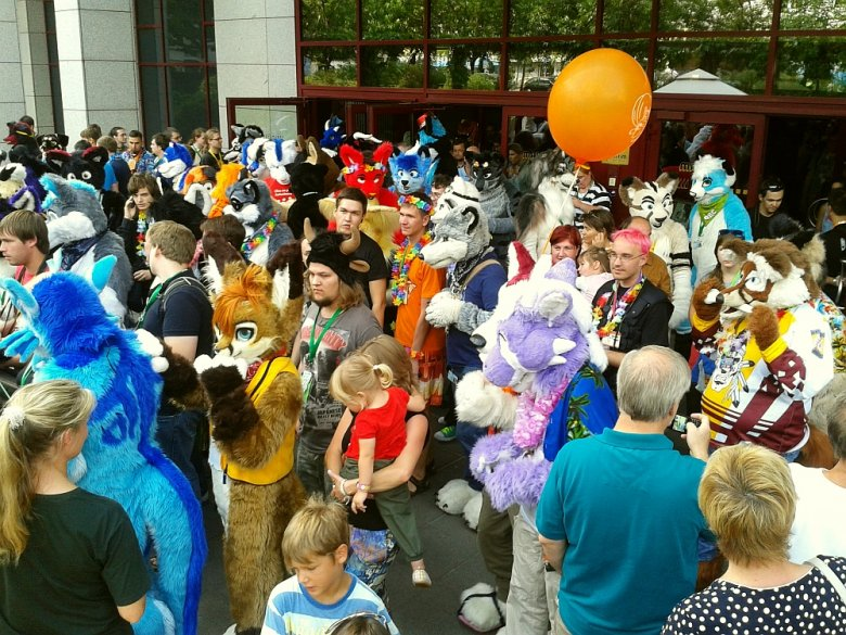 Start parady Furries w Magdeburgu.
