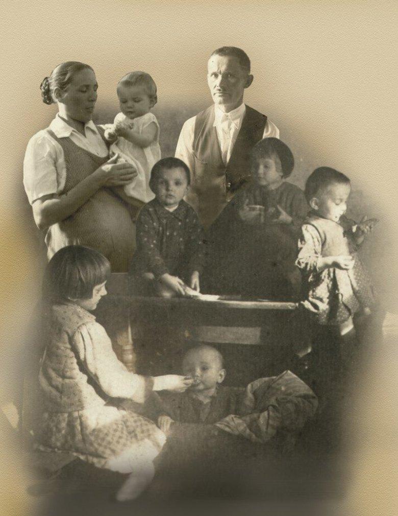 Zima 1944, Markowa pod Łańcutem, Józef Ulma i Wiktoria Ulma z szóstką dzieci (siódme w drodze).