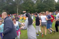 Belgijka od lat tradycyjnie tańczy się podczas pielgrzymek.