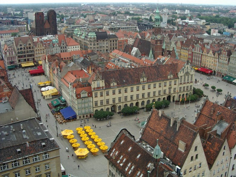 Wrocławski rynek to idealny przykład zastosowania prawa magdeburskiego w lokacji średniowiecznych miast.