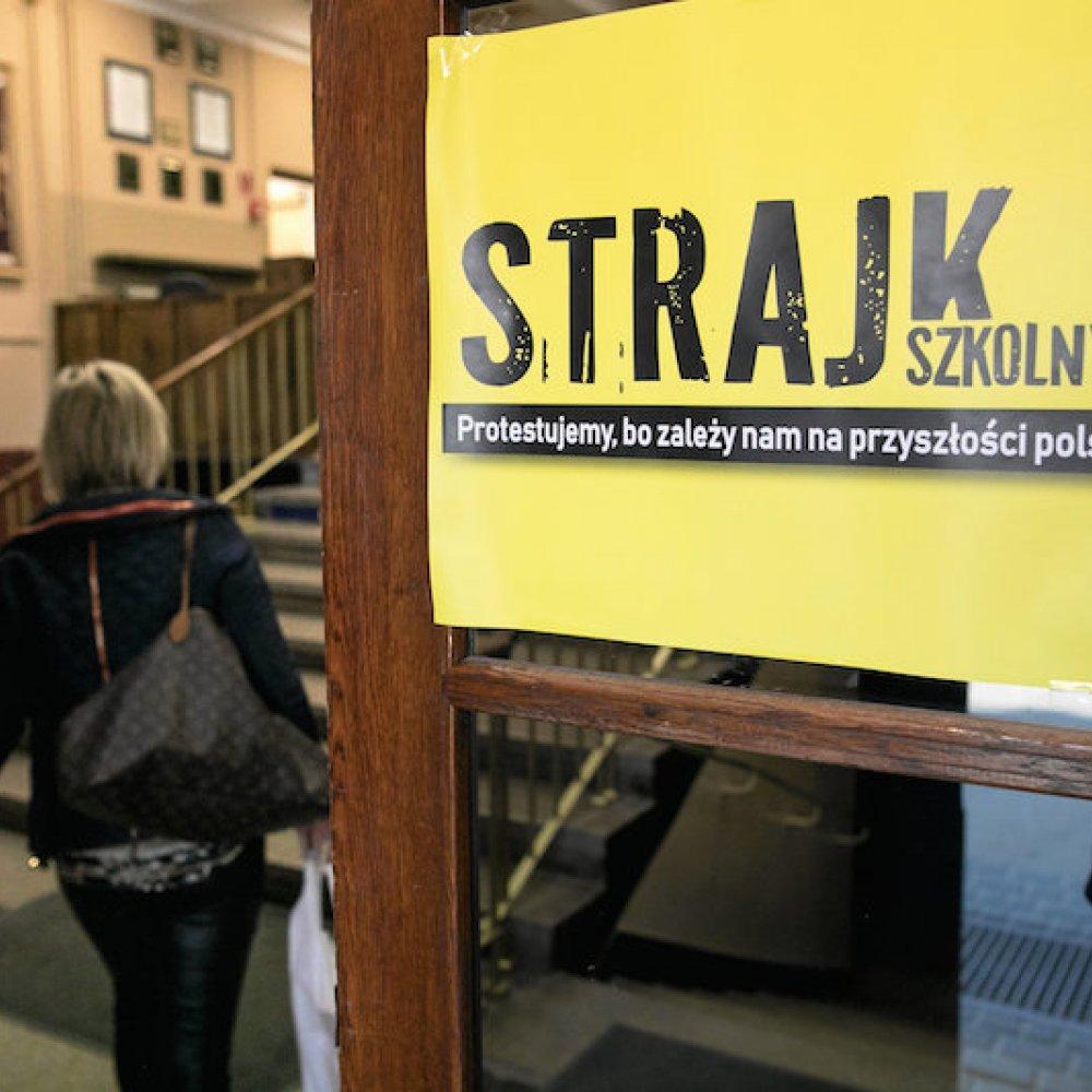Strajk Szkolny Znp Pokazuje Plakaty I Apeluje Do Uczniów O