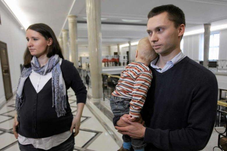 Kim są Elbanowscy? To małżeństwo, które od 2008 roku walczy o prawo wyboru, czy 6-latki mają iść do szkoły