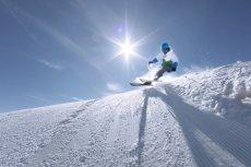 Chcecie bez stresu dotrzeć do ulubionego ośrodka narciarskiego i szusować beztrosko niczym urodzeni Austriacy? Przygotowania do wymarzonego wyjazdu wcale nie muszą być długie i skomplikowane.