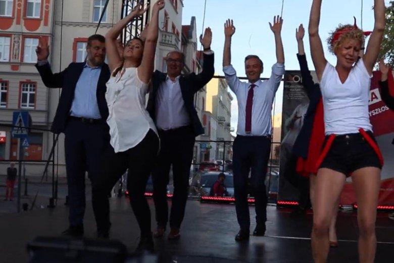 Politycy Lewicy poszli w tany. Zatańczyli na festiwalu w Gnieźnie.