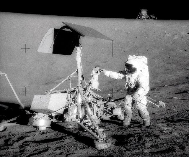 Człowiek na Księżycu.