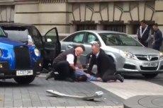 Policjanci obezwładnili kierowcę, który wjechał w pieszych.